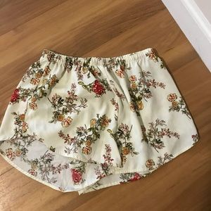 Pants - Flowy flower shorts
